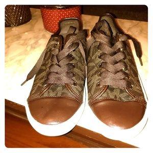 Lady's Michael kors 9.5 dress sneakers
